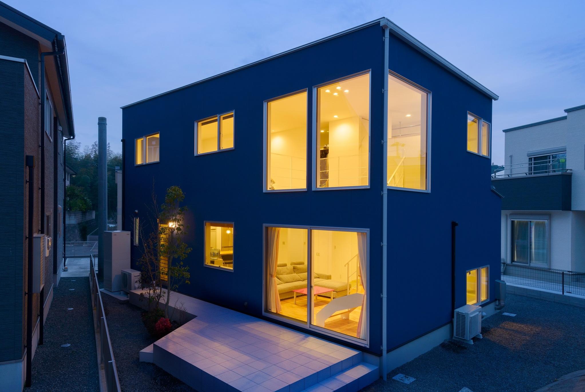 大きな窓の爽やかな家